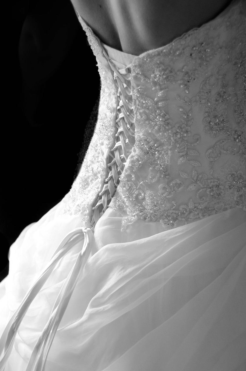 clothing alterations Leeds - Jenny Dixon Couture - jennydixoncouture.com - Image by kalilie from Pixabay wedding-1806186_1280